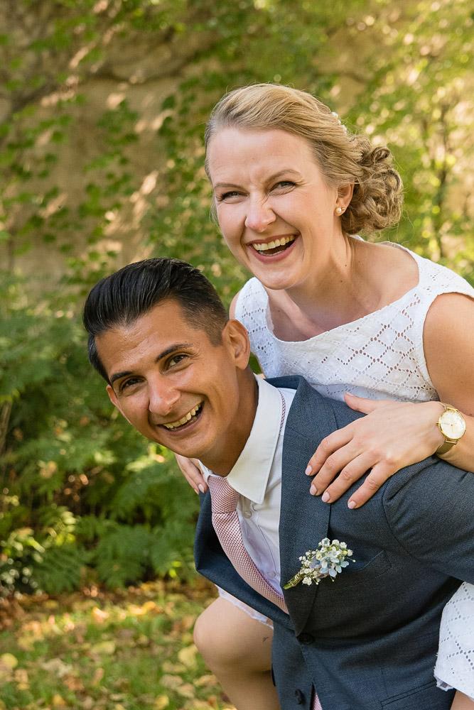 Lustige und natürliche Paarbilder und Hochzeitsfotos in Eichstätt, Weißenburg und Neuburg an der Donau