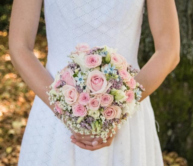 Brautstrauß rosa und hellblau von Blütenrausch Eichstätt